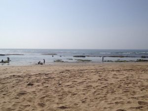 ラマダン中の閑散としたビーチ