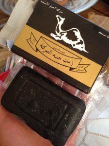 モロッコでよく見かける真っ黒な石鹸(made in saudi arabia