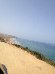 アシラパラダイスビーチへの道