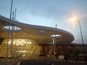 こんな近未来的な感じの新装メナラ空港