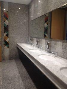 トイレの個室の部屋数が多く、安心。at Marrakech MENARA空港