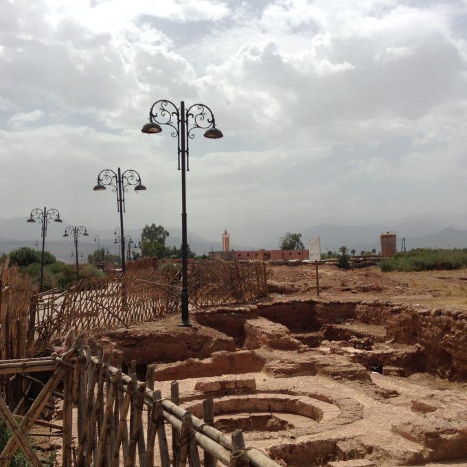 実はこのAghmat遺跡の隣はごみ集積場!Aghmatはどこにいてもアトラスに囲まれている村