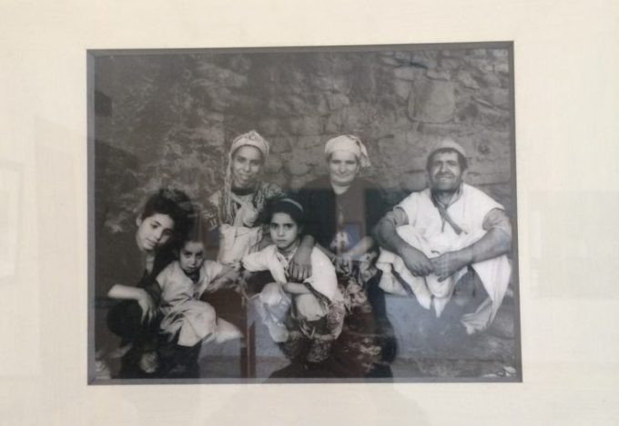 モロッコの村のユダヤ教徒ファミリー