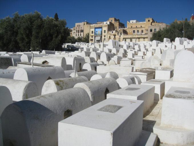 モロッコ中部の町のユダヤ人墓地
